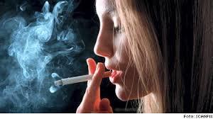 Rökande tjej